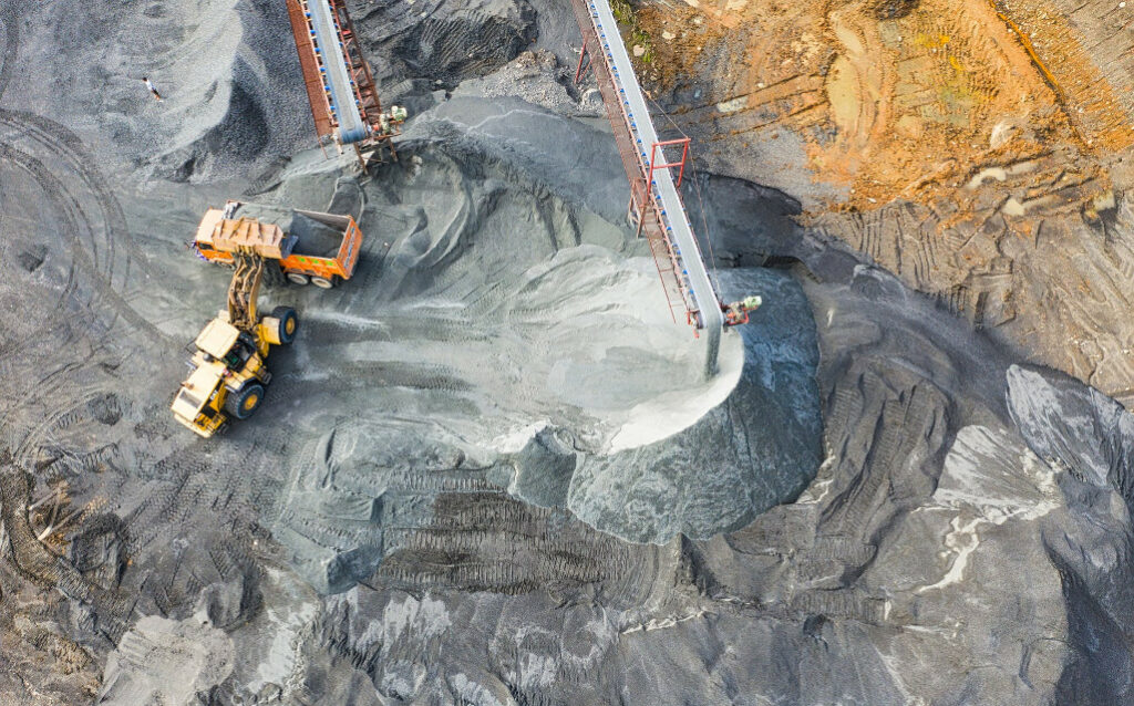 outdoor tracking in mining business